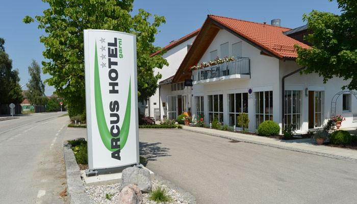 Außenansicht Arcus Hotel in Weißenfeld