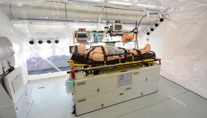"""Behandlungsstation in der Evakuierungsmaschine """"Robert Koch"""""""
