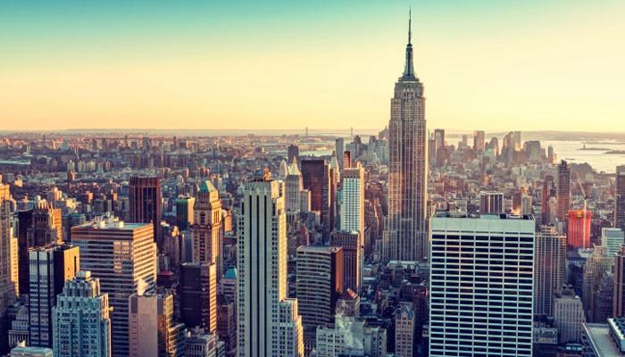 Blick auf die abendliche Skyline von New York