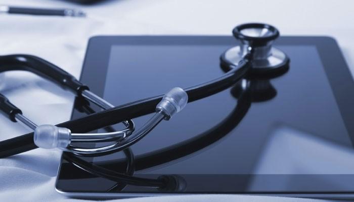 Tablet und Stethoskop