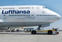 Lufthansa Maschine auf der Rollbahn