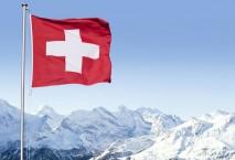 Schweizer Berge und Landesflagge
