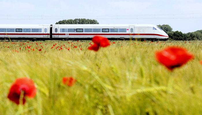 Die Bahn ist bei kürzeren Reisen eine umweltverträgliche Alternative zum Flugzeug. Foto: Deutsche Bahn