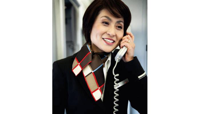 Flugbegleiterin bei Swiss ab Bordtelefon