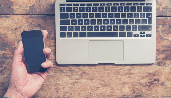 Smartphone und Notebook