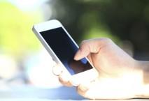 Smartphone in der Sonne