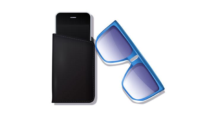 Smartphone in Schutzhülle und Sonnenbrille