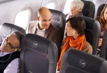 Passagiere in der Lufthansa-Maschine