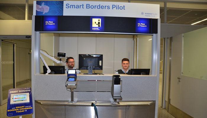 Smart Borders Pilot Schalter am Flughafen Frankfurt