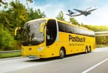 Postbus und Lufthansa-Flugzeug