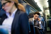 Geschäftsreisende im Zug