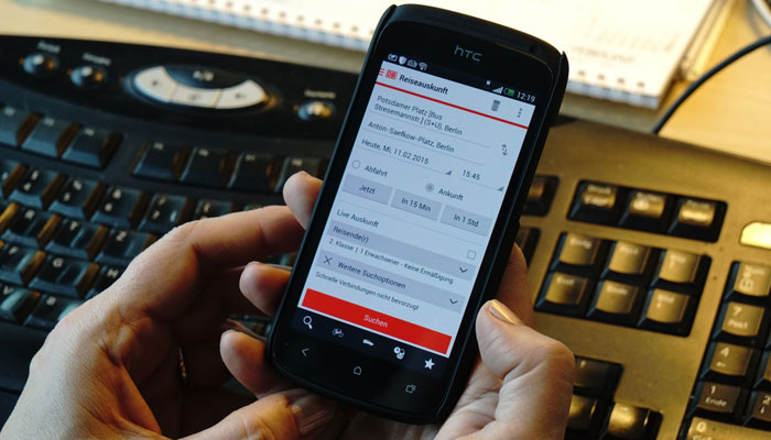 Handy mit App der DB Regio Bayern