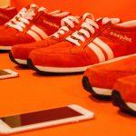"""So weit die Füße empfangen: Die """"Sneakairs"""" lotsen ihren Träger via GPS und Bluetooth ans Ziel. Foto: Easyjet"""