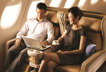 Paar in der Business Class von Singapore Airlines