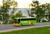 Flixbus auf der Landstraße