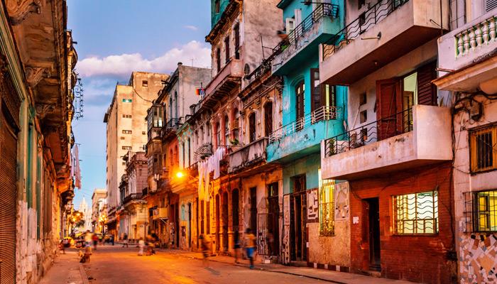 Bunte Straßen von Havanna