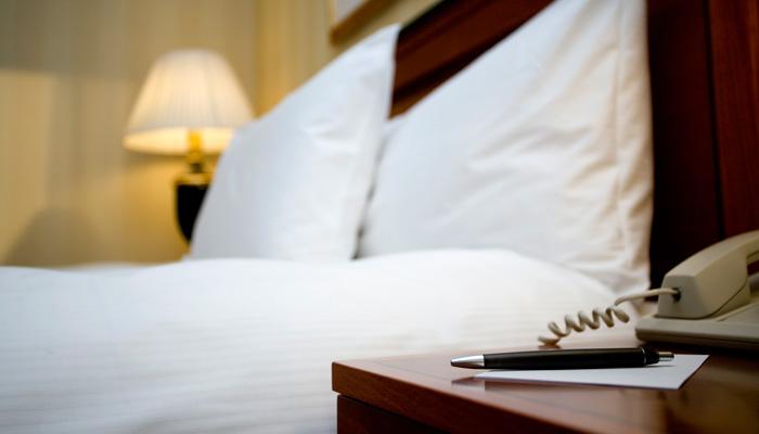 Stift und Zettel im Hotelzimmer