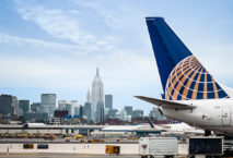 United Airlines Maschine am Flughafen Newark