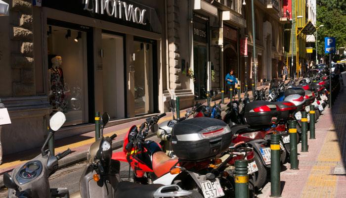 Parkende Roller in Athen