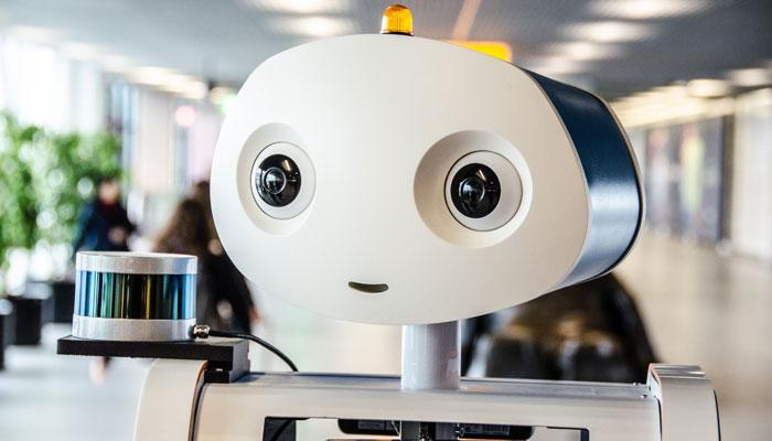 Roboter Spencer am Flughafen Amsterdam Schiphol