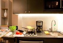 Kitchenette in einem Serviced Apartment im Adagio Access München City Olympiapark