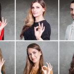 Sechs Menschen zeigen das gleiche Handzeichen