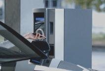Am Flughafen Frankfurt kann man jetzt die Parkkarte ins Handy packen. Foto: Fraport