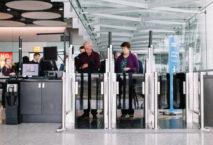 Self Service Boarding Gates in London-Heathrow. Foto: Stuart Bailey
