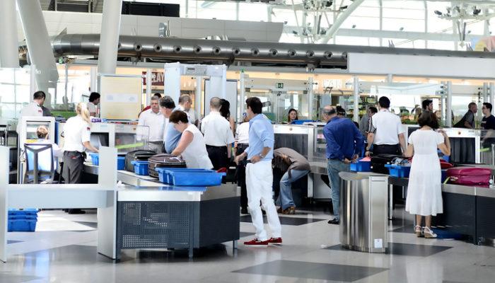 Sicherheitskontrollen am Francisco Sá Carneiro Airport in Porto. Foto: iStock