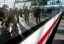 Im Oktober wird die BahnCard günstiger. Foto: DB AG/Oliver Lang