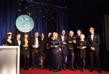 Die Preisträger der So!Apart-Awards 2016 mit Jurymitgliedernn, Moderator Kai Böcking und Firmengründerin Anett Gregorius. ©Julia Baumgart – SO!APART 2016