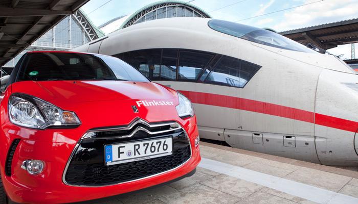 Flinkster Auto neben Bahn