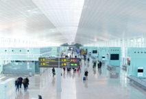 Mit längeren Wartezeiten am Flughafen Barcelona-El Prat ist zu rechnen. Foto: Aena