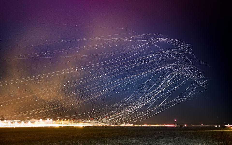 Flugbahnen am Nachthimmel