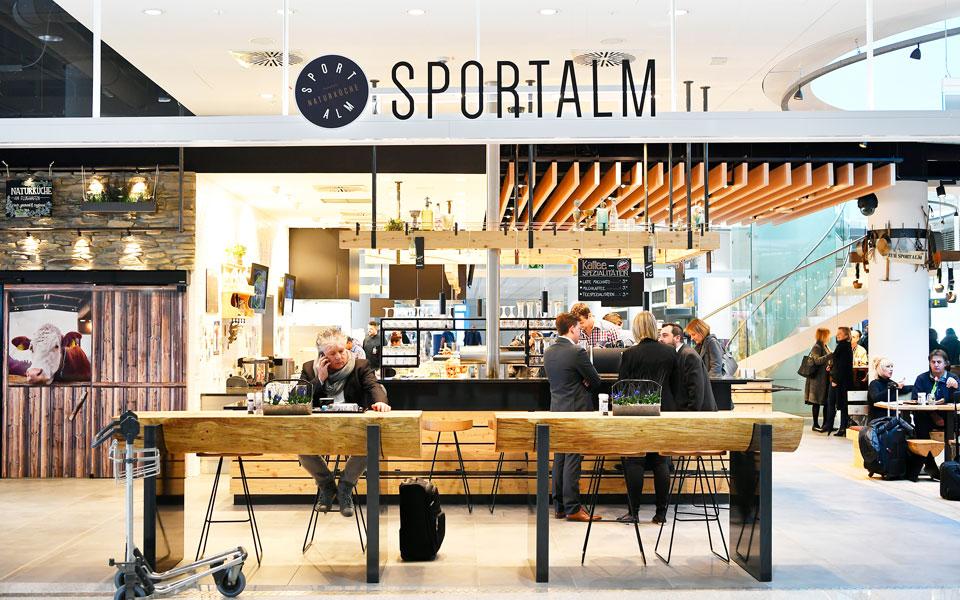"""Sportalm"" im Terminal 2 Ankunftsbereich"