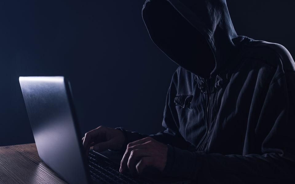 Hacker vor Notebook