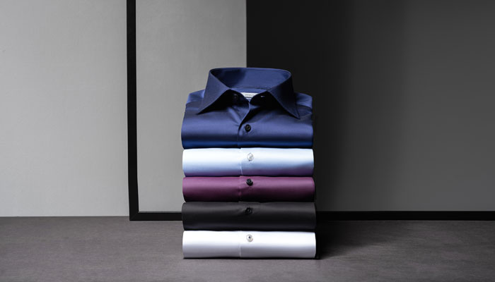 Eterna-Hemden auf Stapel