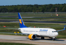 Icelandair Boeing 737 max 8 am Flughafen Berlin Tegel