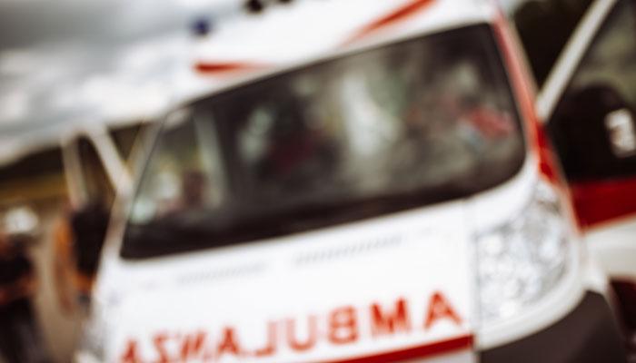 """Krankenwagen mit """"Ambulance""""-Aufschrift"""