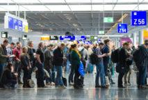 Warteschlange am Frankfurter Flughafen