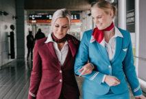 Eurowings-Flugbegleiterinnen in alter und neuer Uniform; Foto: Eurowings, ©Athenea Diapouli-Hariman