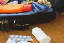 Koffer mit Tablettenpackungen
