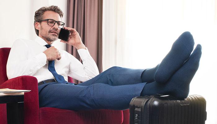 Geschäftsmann legt die Füße hoch; Foto: Belsana