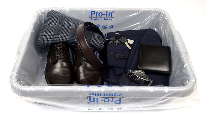 Handgepäckschale mit Schuhe, Gürtel und Tasche; Foto: © Pro-In Protect Innovations