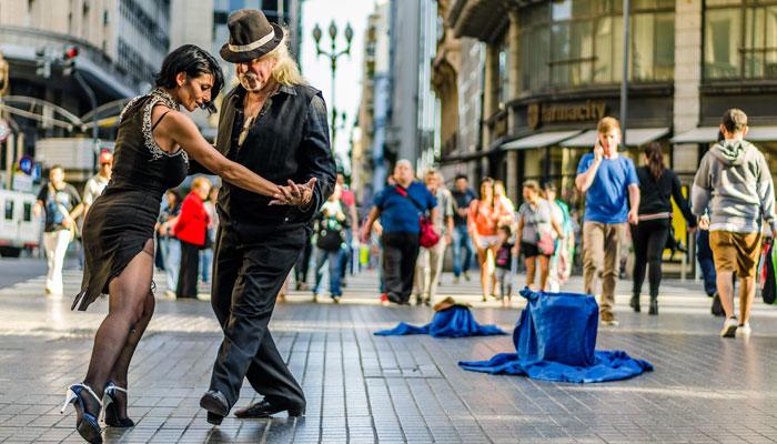 Tango-Paar in Buenos Aires; Foto: iStock.com/Aleksandr_Vorobev
