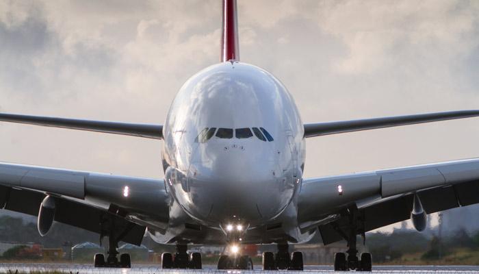 A380 von vorne; Foto: iStock.com/iwikoz6