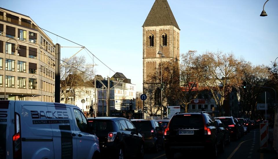Stau in Köln; Foto: iStock,com/ginton