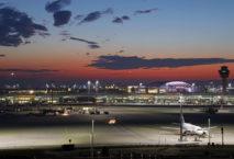 Flughafen München bei Nacht; Foto: Flughafen München