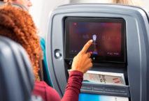 Passagierin im Premium-Economy-Sitz der American Airlines; Foto: American Airlines