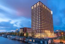 490 Zimmer auf 18 Stockwerken: das Leonardo Royal Hotel Amsterdam. Foto: Leonardo Hotel Group